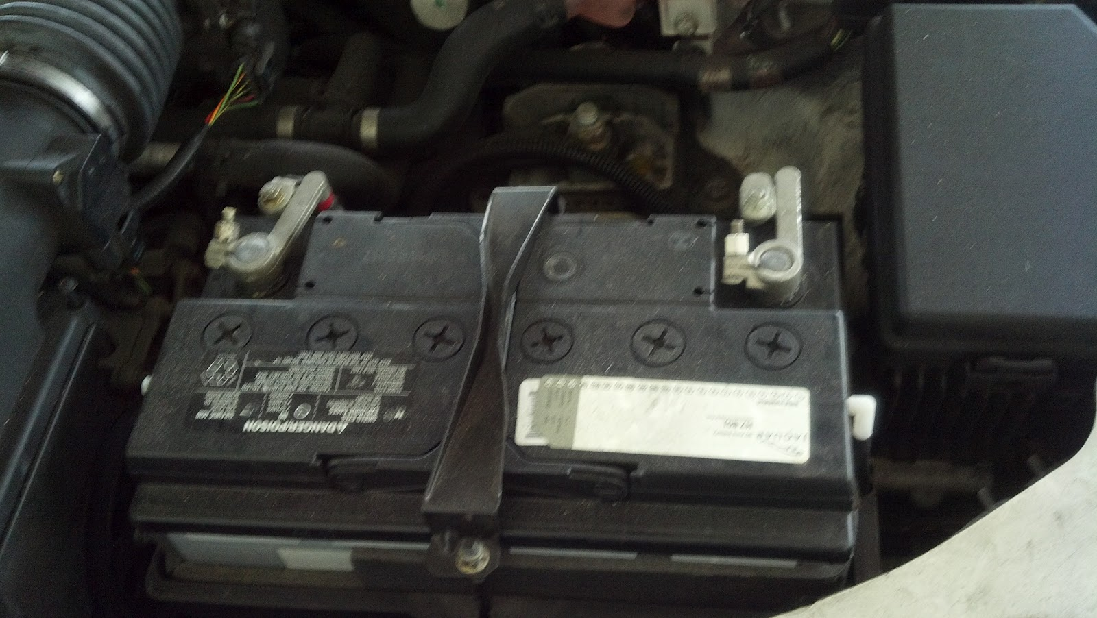 Jaghelp Com How To Change The Upper Radiator Hose On Your X Type 2004 Jaguar F