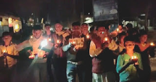 इटावा: शहीदों को नमन् कर निकाला कैंडल मार्च
