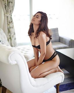 Esha Gupta Sizzles in Black Cute Lovely Beauty Esha Gupta