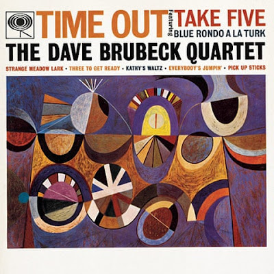 "Capa do álbum ""Time Out"" (1958) do conjunto ""The Dave Brubeck Quartet"", idealizada por Neil Fujita (1921-2010)."