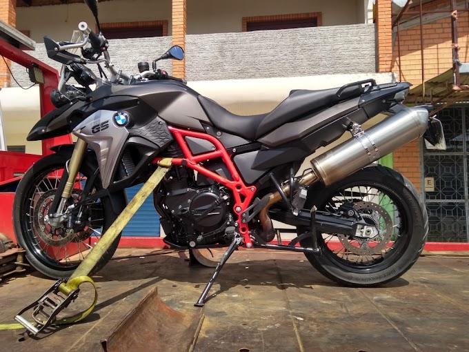 Dupla é presa por tráfico e moto BMW é apreendida em Gravataí