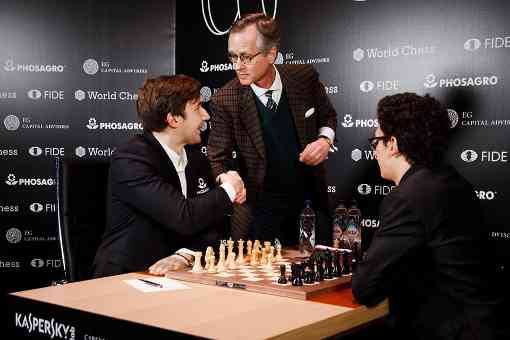 L'image clé de la ronde 12 : la partie d'échecs décisive entre Sergey Karjakin et Fabiano Caruana qui rebat les cartes du tournoi - Photo © World Chess