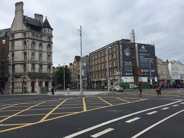 Fußgänger dominieren die Stadt. Yeah! Zumindest um 8 Uhr morgens, am Samstag. © diekremserin on the go