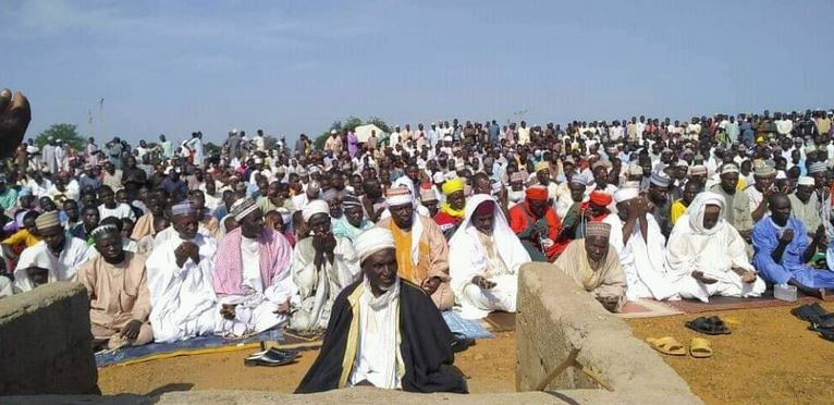 Photos Of Zamfara Residents Praying Over Incessant Bandit Attacks And Killings #Arewapublisize