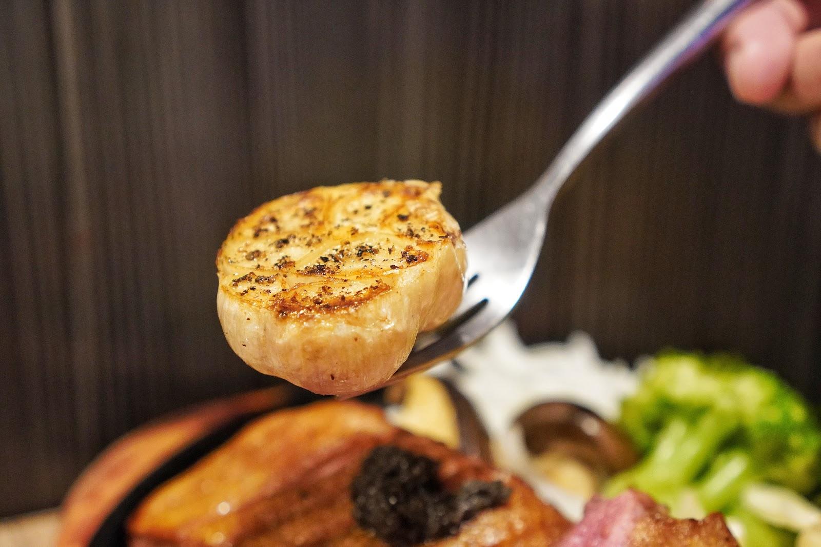 台南中西區美食【丹妮牛排】半顆烤蒜頭