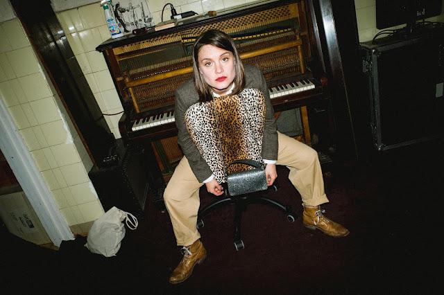 """Sophia Kennedy revient avec """"Cat On My Tongue"""" un nouvel extrait de son prochain opus."""