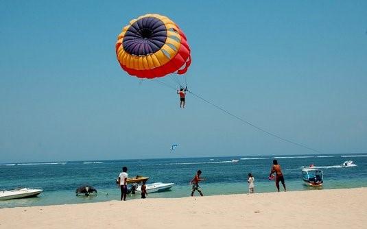 Menikmati Pesona di Pantai Nusa Dua