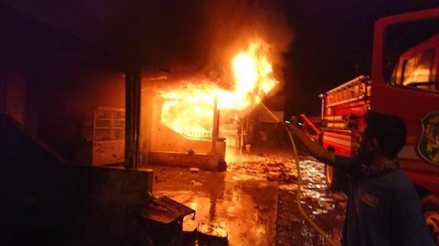Kebakaran Besar di Permukiman Padat Medan Area, 15 Rumah Ludes, 15 Damkar Dikerahkan