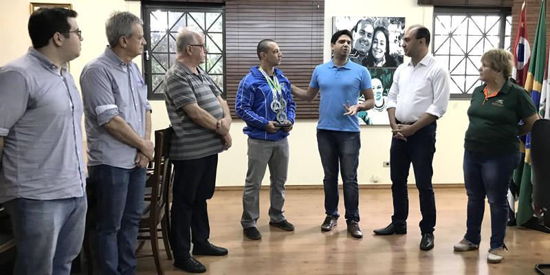 Bebedourense campeão mundial de Karatê é homenageado pela prefeitura