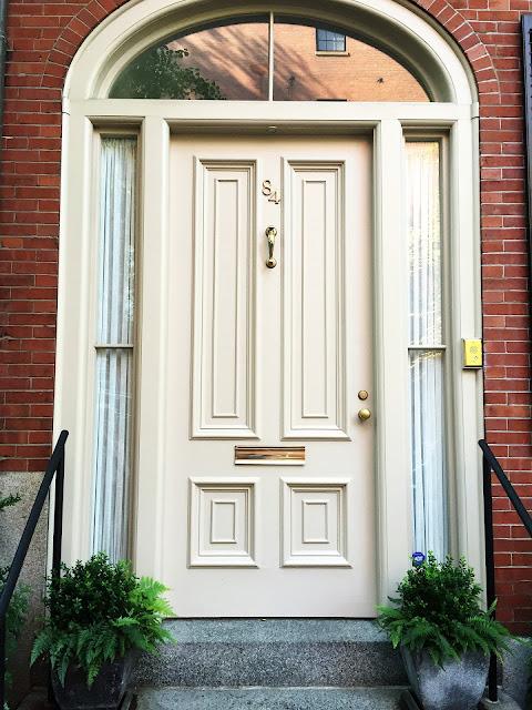 La puerta blanca