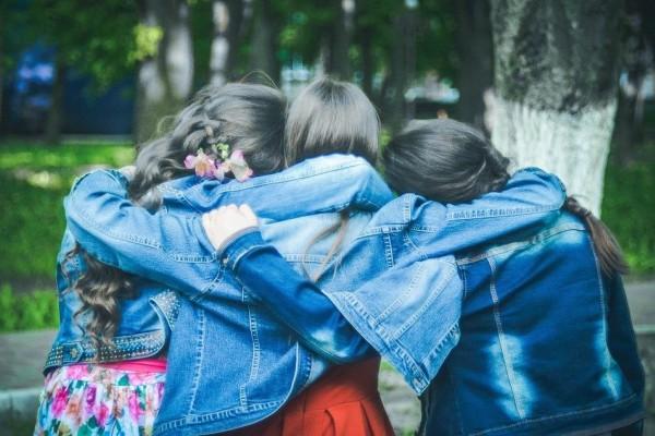 Tips Mendengarkan Curhatan Teman Agar Persahabatanmu Terjaga