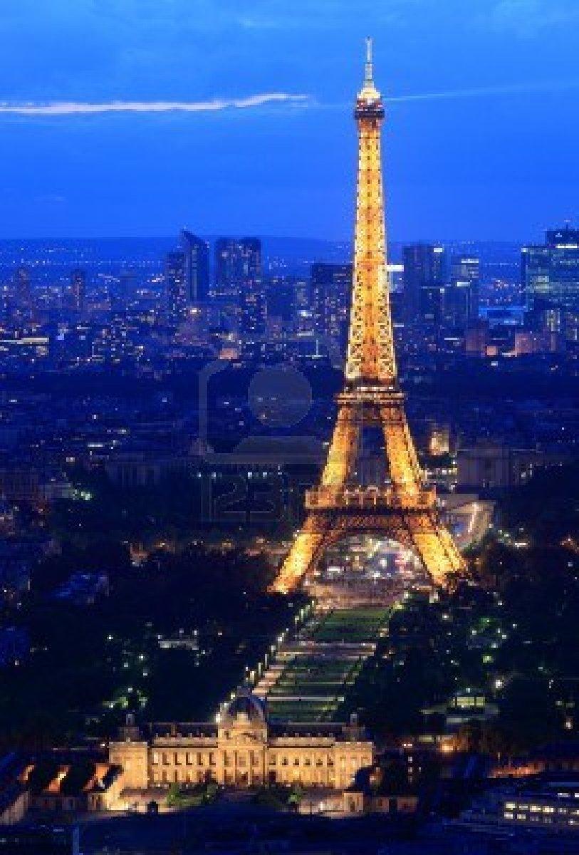 Paris France June  Eiffel Tower Paris  Night Dusk Scene Showing Eiffel Tower Light
