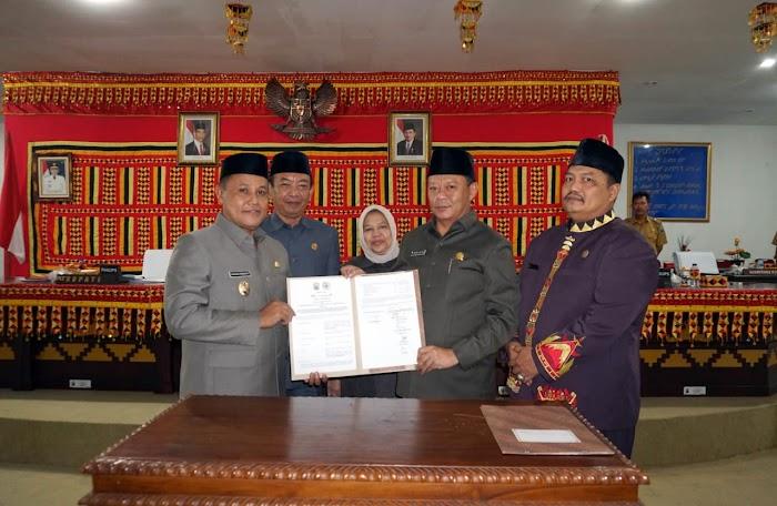 8 Fraksi DPRD Setujui Ranperda Pelaksanaan APBD Lampung Selatan TA 2018 Jadi Perda.