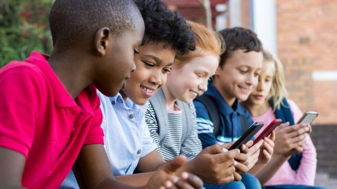 Qué datos de nuestros hijos tiene internet y cómo pueden perjudicarles en el futuro