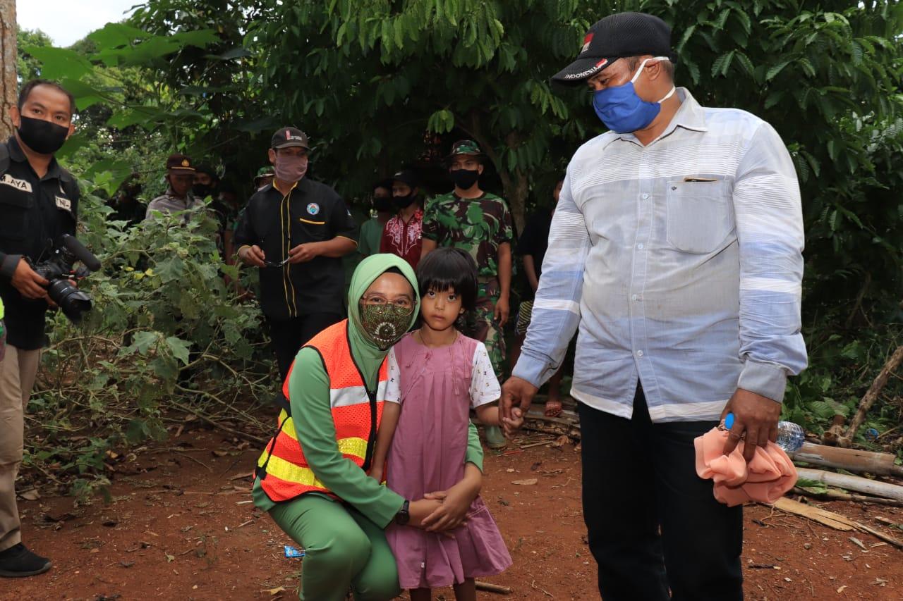 Dilokasi TMMD Bocah 6 Tahun Menderita Kelainan Mendapat Perhatian Ketua Persit Kodim Martapura