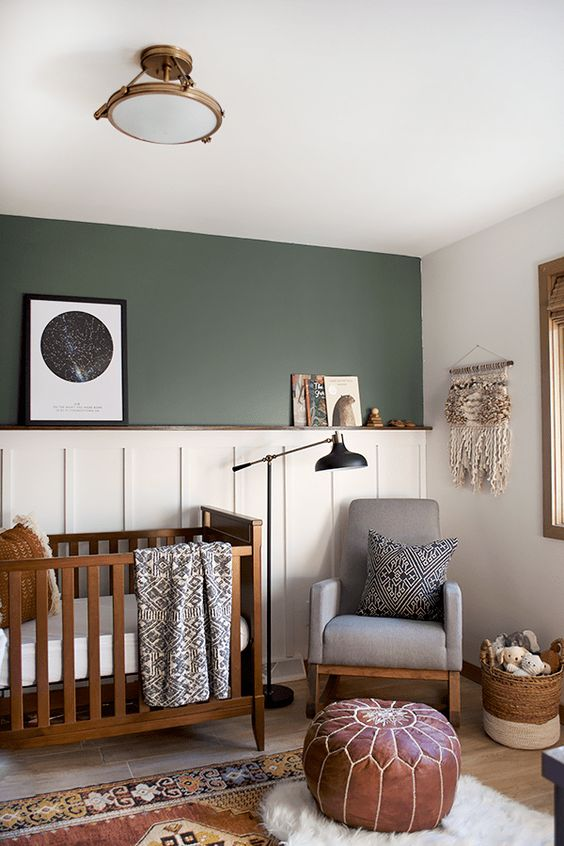 Dark hunter green accent wall