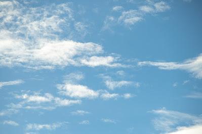 現実から逃げた青空のイメージ