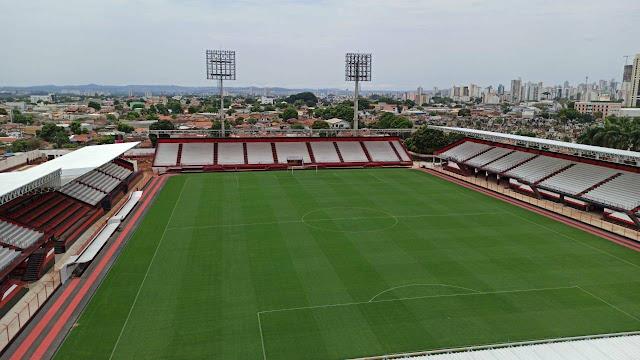 Estádio Antônio Accioly, conhecido como Castelo do Dragão