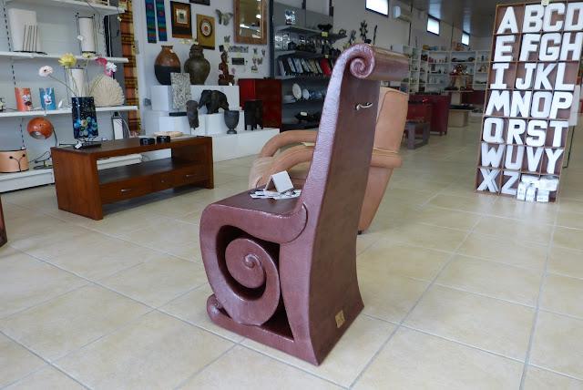 Chaise en carton par Cartons Dudulle pour votre salon - Fauteuil confortable et au design moderne et contemporain