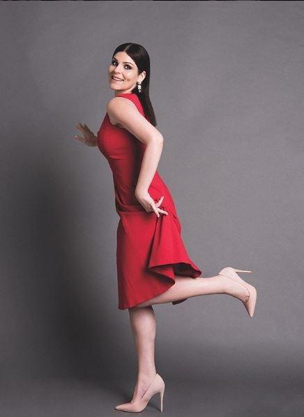 الممثلة بيلين أوزتكين تفاجئ  جمهورها بلوك جديد!
