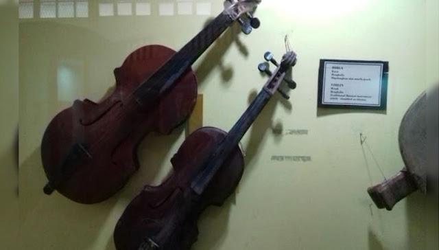 Alat Musik Koleksi Museum Sang Nila Utama Riau