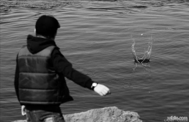 اذا كنت ممكن يرمون الحجارة فى الماء .. لا تفعلها بعد الان واليكم السبب