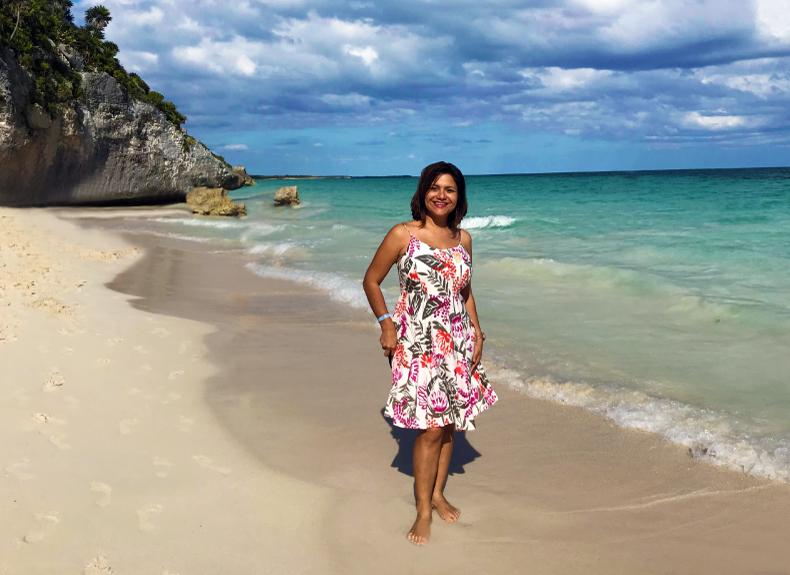 Mayra en playa del carmen