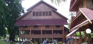 rumah adat sulawesi tenggara rumah rumah Laikas sulawesi tenggara