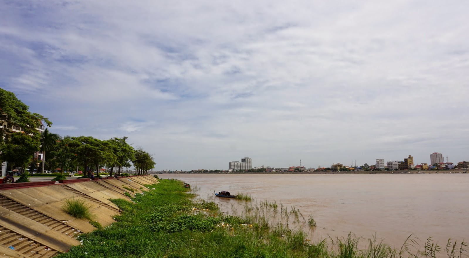 The Mekong river, seen from Sisowath Quay