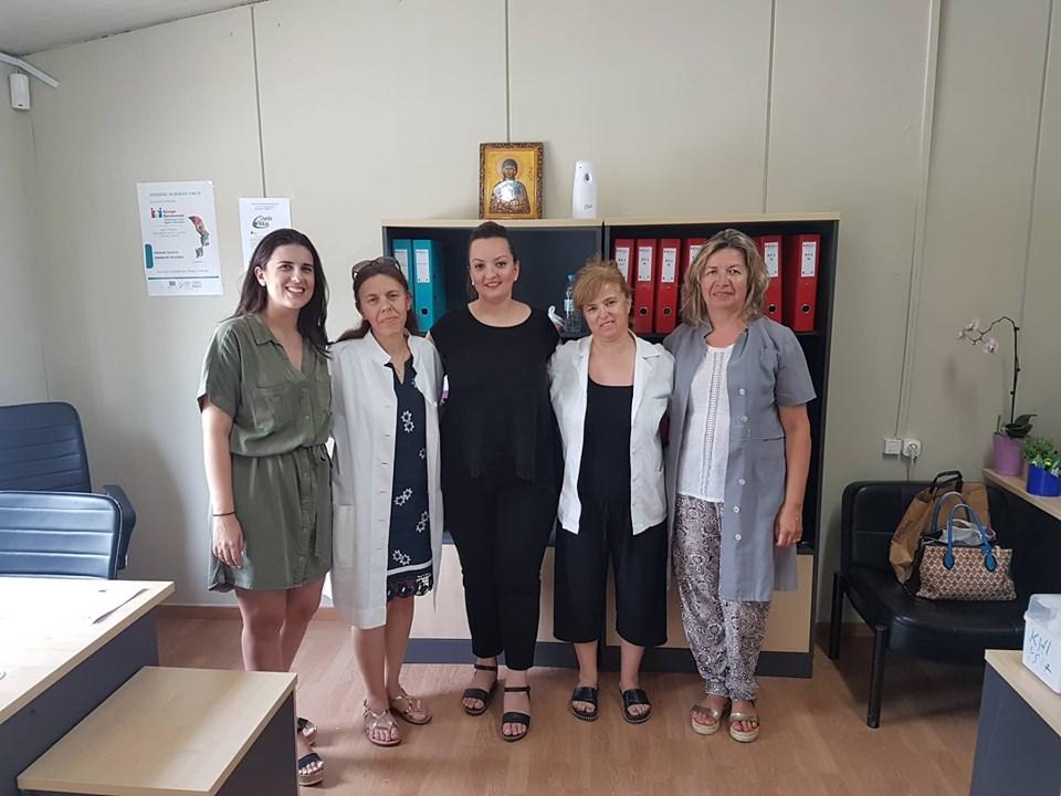 Εμβολιάζονται παιδιά των Ρομά στον Τύρναβο με το πρόγραμμα «Υγεία για όλους»