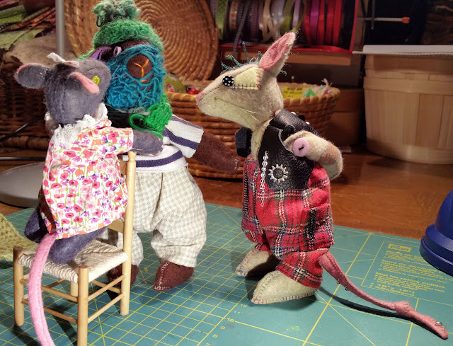 tricot, knitting, scarf, echarpe , punk, mouse, souris, amis, friends
