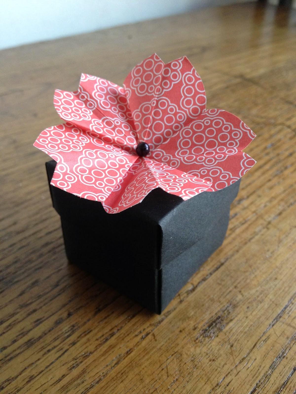 notule et bouche cousue origami boite avec fleur de cerisier. Black Bedroom Furniture Sets. Home Design Ideas