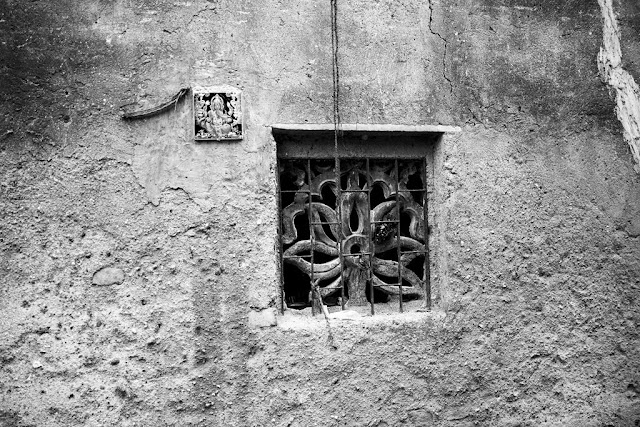 artistic, black and white weekend, dharavi, india, kumbharwada, monochrome monday, mumbai, quaint, window,