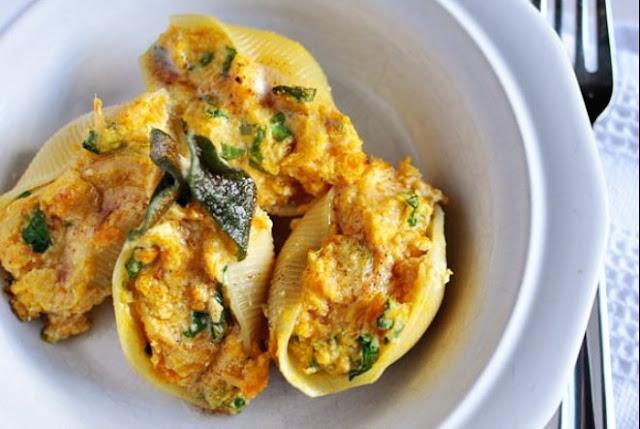 Butternut Squash Stuffed Shells with Sage Browned Butter #vegetarian #dinner