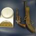 Armas são apreendidas em casa abandonada na zona rural de Serrinha
