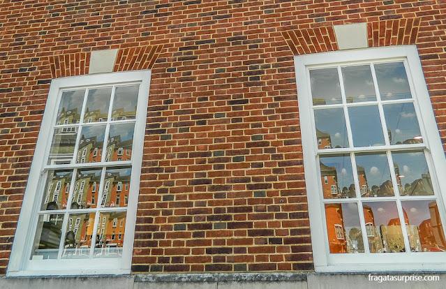 Fachada histórica em Winchester, Inglaterra
