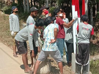 Mahasiswa dan TNI Bersama Menata Gapura Desa