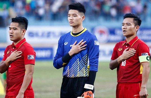 Đinh Thanh Trung mang băng đội trưởng trong trận gặp Jordan