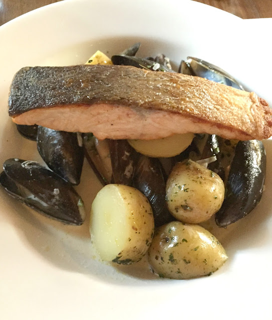 salmon mussles main meal