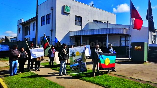 Mapuches frente a Comisaria de Osorno