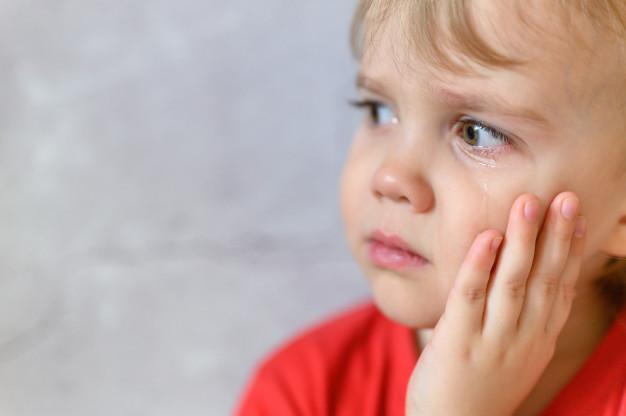 4-летний Саша плакал на кровати в детдоме… Он не мог понять, куда пропали мама и папа…
