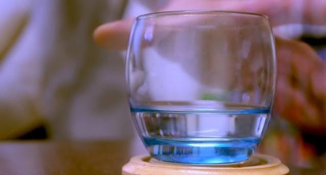Ini Yang Berlaku Jika Anda Minum Air Kosong Sejurus Bangun Tidur
