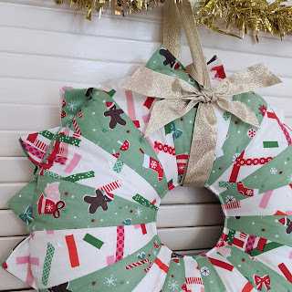 green and white dresden plate christmas fabric wreath with gold bow
