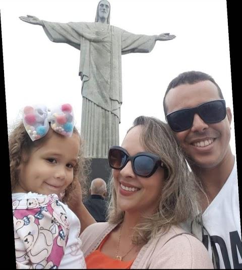 A coluna destaca Erisson e Marta o casal está de bem com a vida curtindo férias ao lado da filha no Riode Janeiro