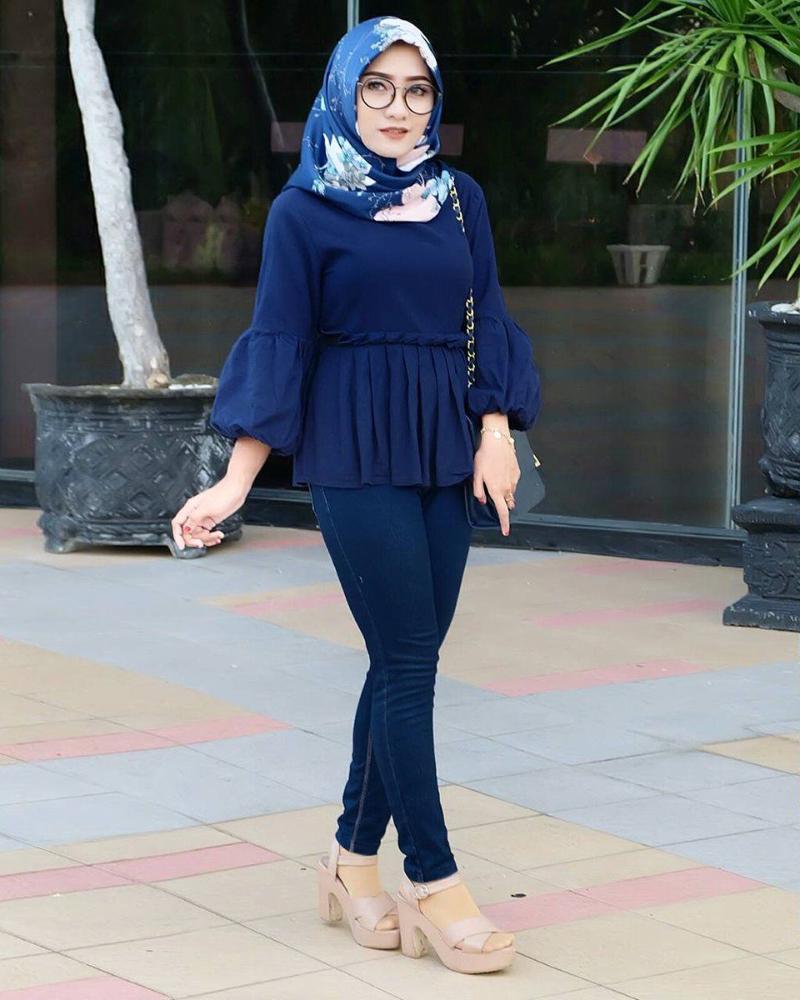 Celana Jeans ketat dan Hijab Toge