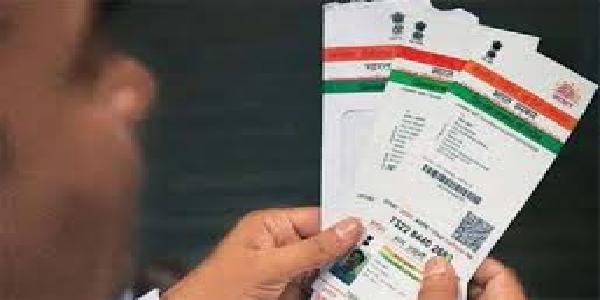 Ration-card-labharthiyo-ko-aadhar-card-satyapan-karvaane-me-chutte-pasine