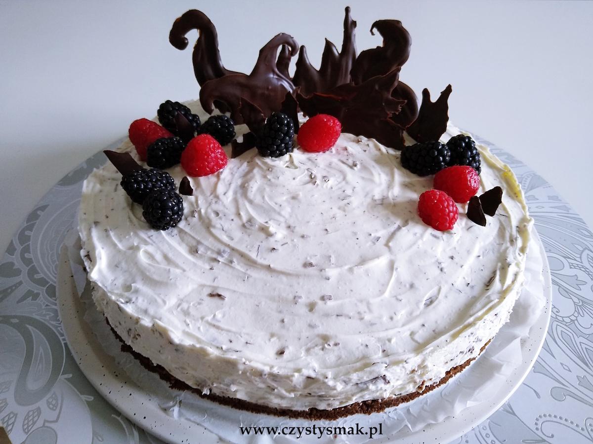 Śmietanowe ciasto straciatella z niespodzianką