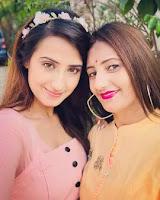 aalisha panwar with here mother