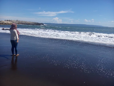 foto pemandangan di pantai puger