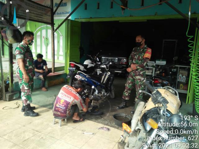 Bersama Dengan Warga Binaan Personel Jajaran Kodim 0208/Asahan Laksanakan Komsos Dibengkel Sepeda Motor